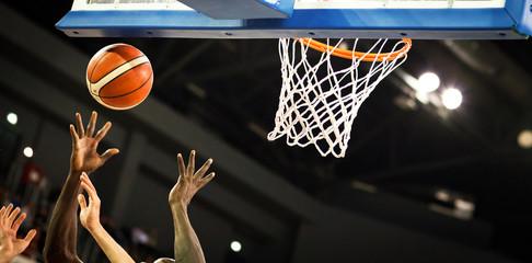bodovanje tijekom košarkaške utakmice - lopta u obruču