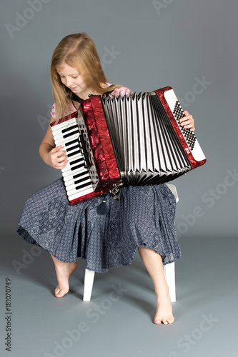 Fotografia, Obraz  accordionist playing an accordion