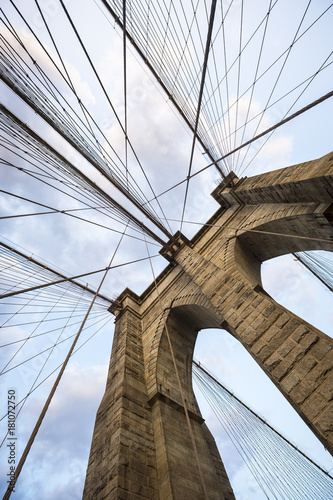 Fototapeta premium Most Brookliński w Nowym Jorku zamyka detal architektoniczny