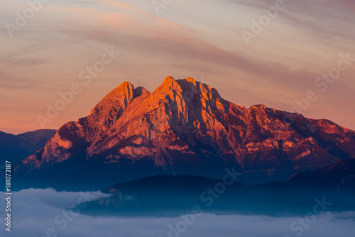 Foto auf Gartenposter Gebirge Emblematic mountain of Pedraforca with the first lights at dawn