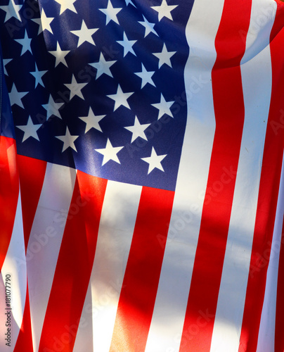 Plakat Flaga amerykańska zbliżenie wiesza od słupa w wiatrze