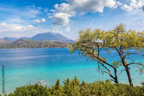jezioro-vouliagmeni-w-malowniczej-grecji