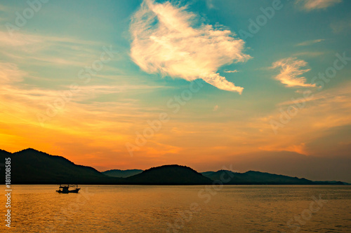 Beautiful sunset in the gulf of sea. Wallpaper Mural