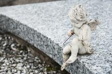 Statue D'ange Avec Violon Au C...