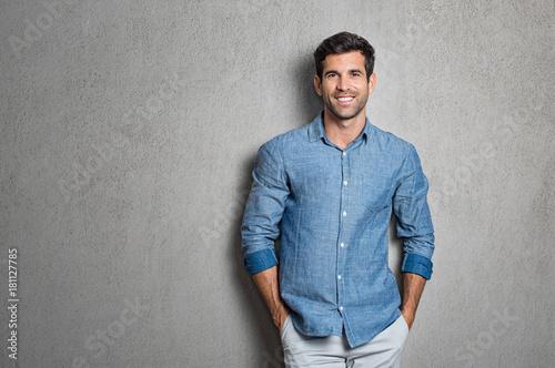 Photo  Latin man standing