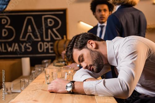 Obraz na plátně  drunk businessman in bar