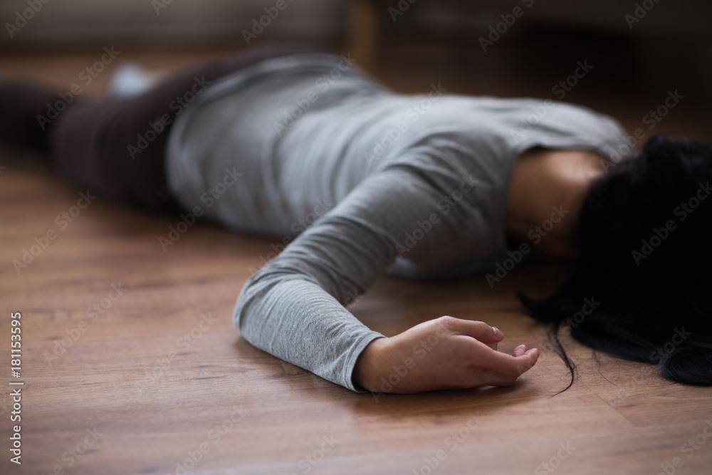 Fototapety, obrazy: dead woman body lying on floor at crime scene