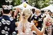 canvas print picture - Gäste gratulieren Hochzeitspaar, Seifenblasen
