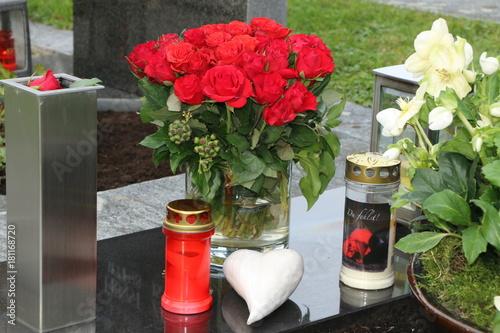 Keuken foto achterwand Begraafplaats At the Cemetery, am Friedhof, Grabpflege, Trauer, Tod