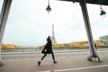 Bright In Paris. Full Length P...