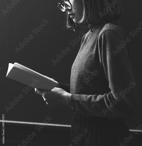 Fototapeta  Grayscale girl reading a book