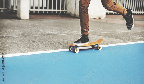 Photo  Young man skateboarding shoot.