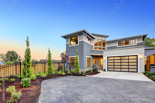 Photo Modern craftsman style home exterior.
