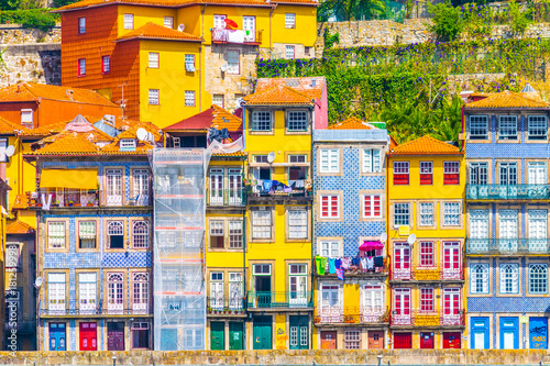Obraz na plátně  Colourful houses along river douro in Porto, Portugal.