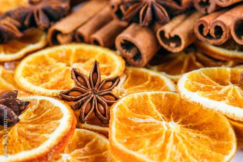 Getrocknete Orangen mit Zim...