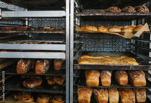 Deurstickers Bakkerij A lot of ready-made fresh bread in a bakery oven in a bakery. Bread making business.
