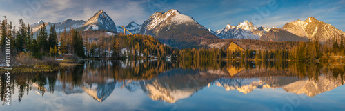 Fototapeta panorama of a mountain lake in winter scenery, Strbske Pleso, Slovakia, High Tatras obraz