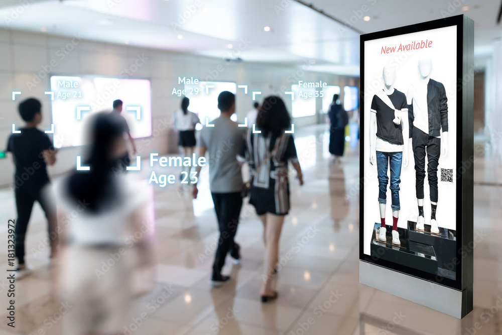 Fototapeta Intelligent Digital Signage , Augmented reality marketing and face recognition concept. Interactive artificial intelligence digital advertisement in retail shopping Mall.