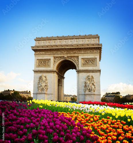 Valokuvatapetti Arc de triomphe at spring day, Paris, France, retro toned