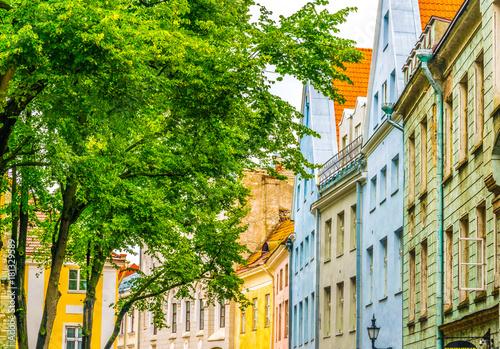 Fotografía  Colorful facades of houses in the Estonian city Tallin.