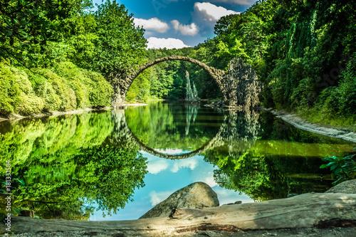 Naklejka premium Piękny stary most