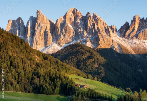Canvas-taulu Mountain valley in the Italy alps