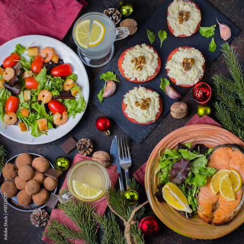 In de dag Eten Christmas or New Year Family Dinner Setting Table Concept with Holiday Decoration. Delicious Roast Steak Salmon, Salade, Appetizers and Dessert on white wooden Background. Top view