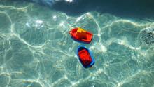 Barcos De Brinquedo Na Piscina