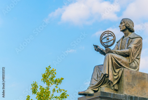Photo Statue of astromoner Copernicus in Warsaw Poland in front of Academy of Science