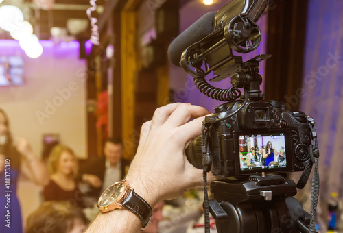 Wedding recording with the camera.Selective focus on the camera Canvas-taulu