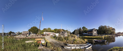 Cuadros en Lienzo panoramic river landscape with boats and old wharf in New England, USA