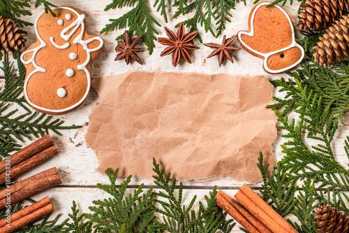 Zdjęcie XXL Bożenarodzeniowa dekoracja z papieru prześcieradłem na drewnianym stole