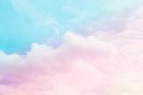 miękka chmura i niebo z pastelowych kolorów gradientu na tle tła - 181428953