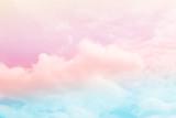 miękka chmura i niebo z pastelowych kolorów gradientu na tle tła - 181428964