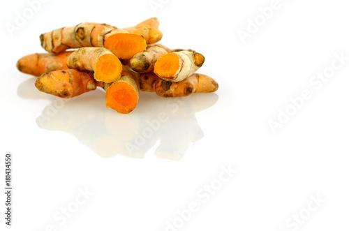Cadres-photo bureau Condiment Turmeric roots on white background.