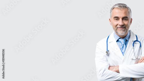 Confident doctor posing Fototapet
