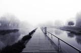 mglisty poranek w Heyritz Park w Strasburgu - 181469959
