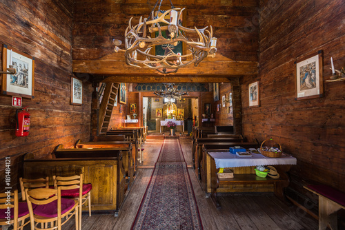 Wnętrze drewnianej cerkwi w Smolniku, Bieszczady, Polska