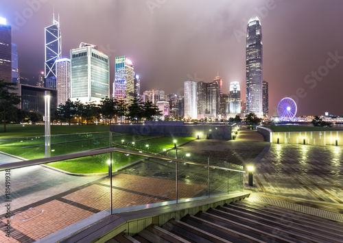 Stampa su Tela  Stunning night view of the famous Hong Kong island business district skyline