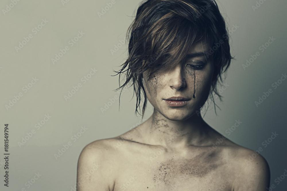 Fototapeta ragazza guerra lacrime 9