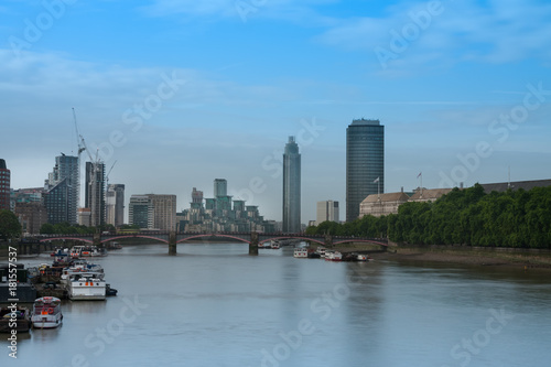 Foto op Aluminium Shanghai City cruise ships on the river Thames, on background Lambeth Bridge in the morning, London, England.