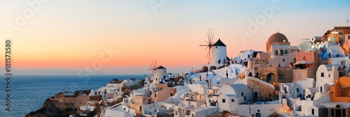 La pose en embrasure Santorini Santorini skyline sunset