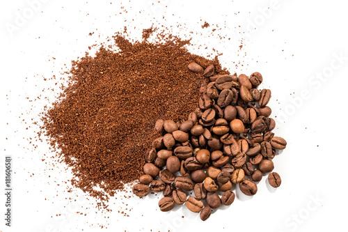 Café en grains Coffee on white background