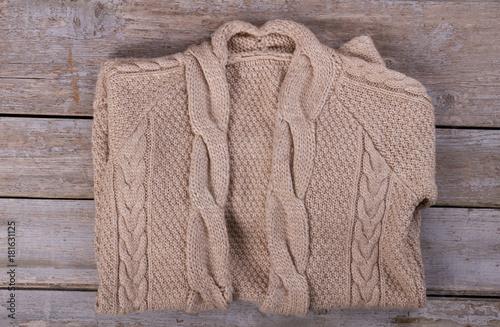 Fotografía  Folded hand knitted beige cardigan