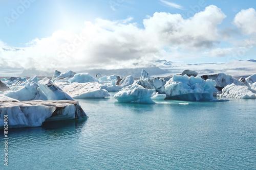 Papiers peints Arctique Beautiful cold landscape picture of icelandic glacier lagoon bay,