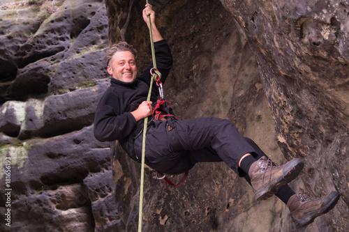 Foto op Plexiglas Alpinisme Mann beim Bergsteigen