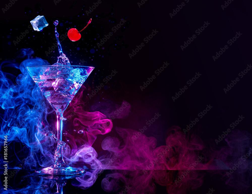 Fototapeta martini cocktail splashing in blue and purple smoky background