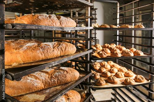 Spoed Fotobehang Bakkerij Bakery products on shelving, indoors