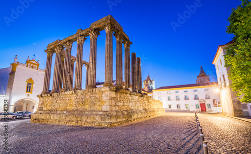 Fotografia  The Roman Temple of Evora
