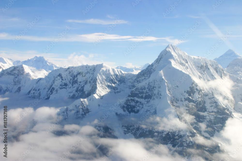 Fototapety, obrazy:  Everest desde el aire. Vuelo sobre  la montaña más alta de la Tierra, con una altura de 8848 metros  en el Himalaya entre Nepal y China